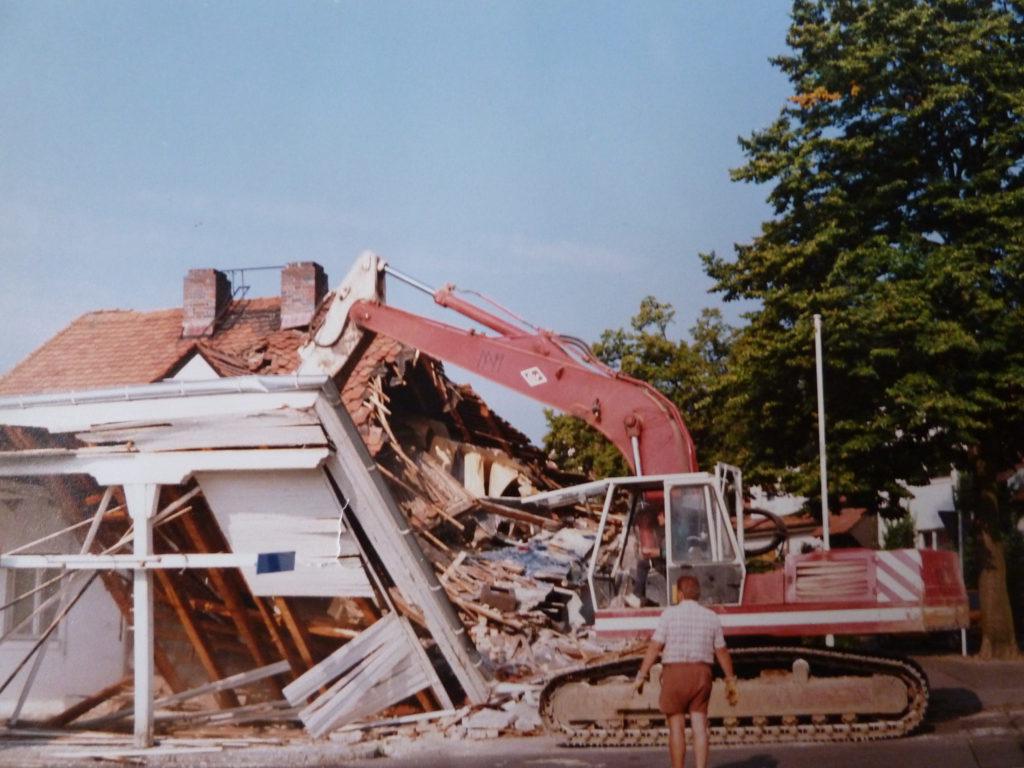 Abriss Wohngebäude für Waschhalle